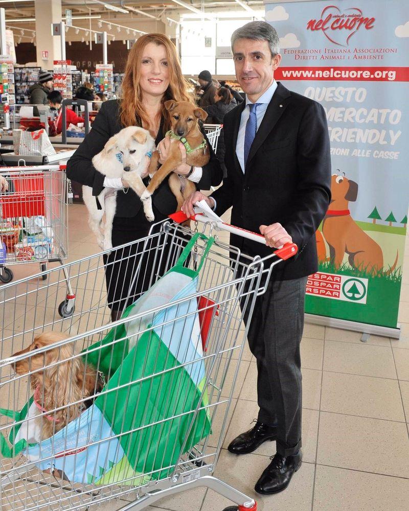 Animali: libero accesso nei supermercati, una nuova frontiera superata verso un'Italia pet-friendly