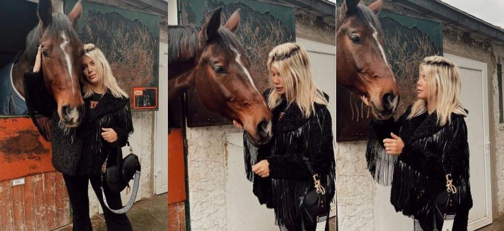 Wanda Nara abbraccia cavallo